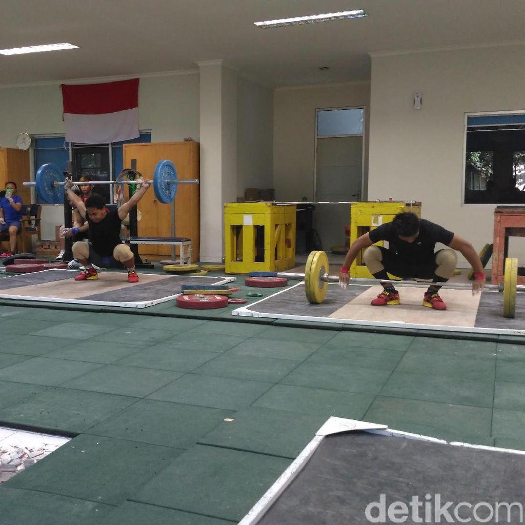 Lantai Remuk di Tempat Latihan Angkat Besi Belum Diperbaiki