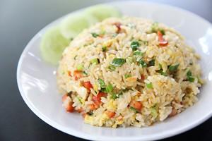 Belum Sarapan? Bikin Saja Nasi Goreng Sosis dengan 4 Langkah