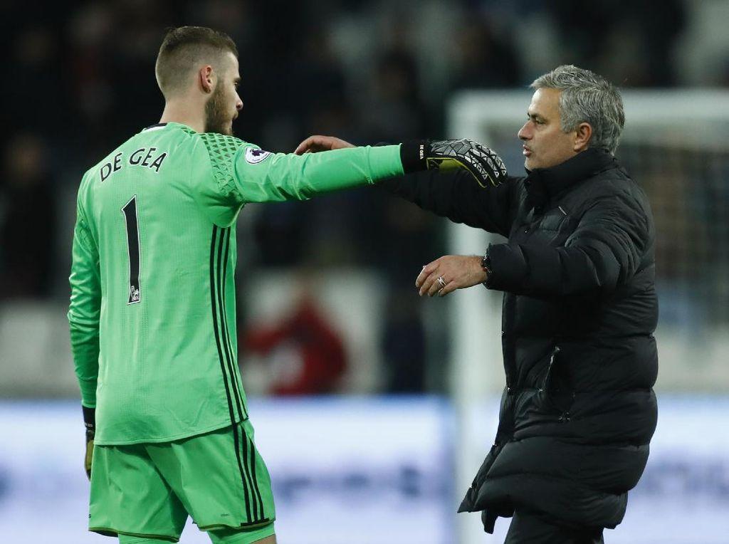 Mourinho: Ada Sesuatu yang Salah Kalau De Gea Jadi Pemain Terbaik MU Lagi