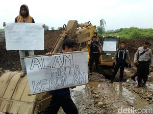 Proyek Normalisasi Irigasi Candilimo Ditutup Paksa Warga