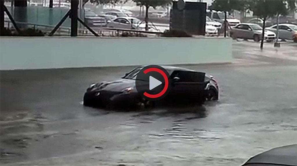 Nekat Terobos Banjir, Mobil Super Ini Akhirnya Mogok