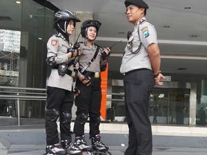 Ketika Polisi-polisi Cantik Patroli di Car Free Day Tunjungan