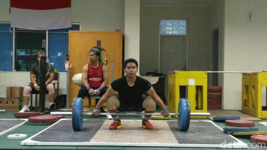 Tempat Latihan Tak Kunjung Diperbaiki, Angkat Besi Pindah ke Bandung