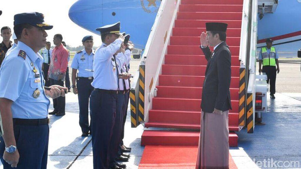 Asal-usul Selop yang Dipakai Presiden Jokowi Saat Kunjungan Kerja