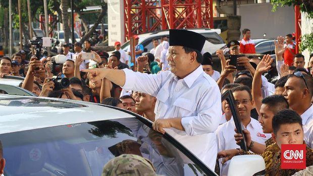 Ketua Umum Partai Gerindra Prabowo Subianto usai memimpin rapat 8 ribu kader Gerindra DKI Jakarta, di JIExpo, Kemayoran, Jakarta, Minggu (8/1).