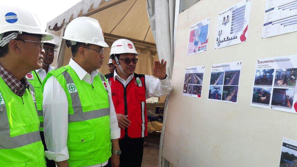 Menhub Budi Karya Cek Perkembangan Proyek LRT Jabodebek