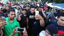 Agus Janjikan Ambulans ke Warga Rusun Jatinegara Barat