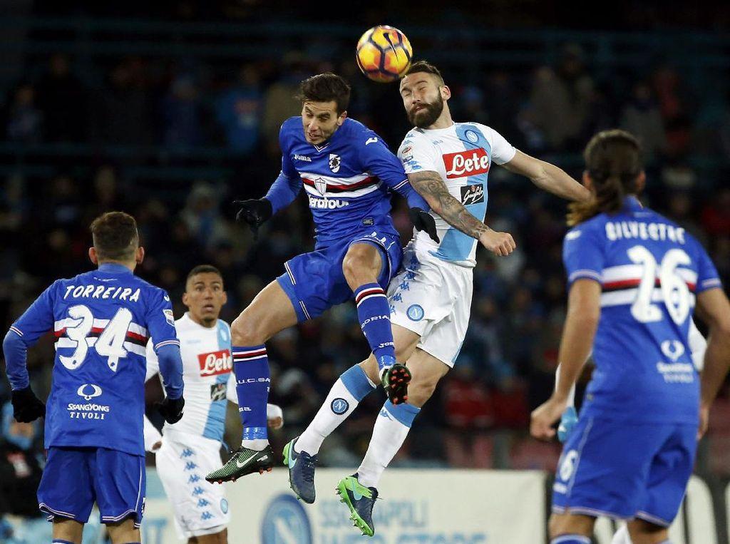 Gol di Injury Time Menangkan Napoli atas 10 Pemain Sampdoria
