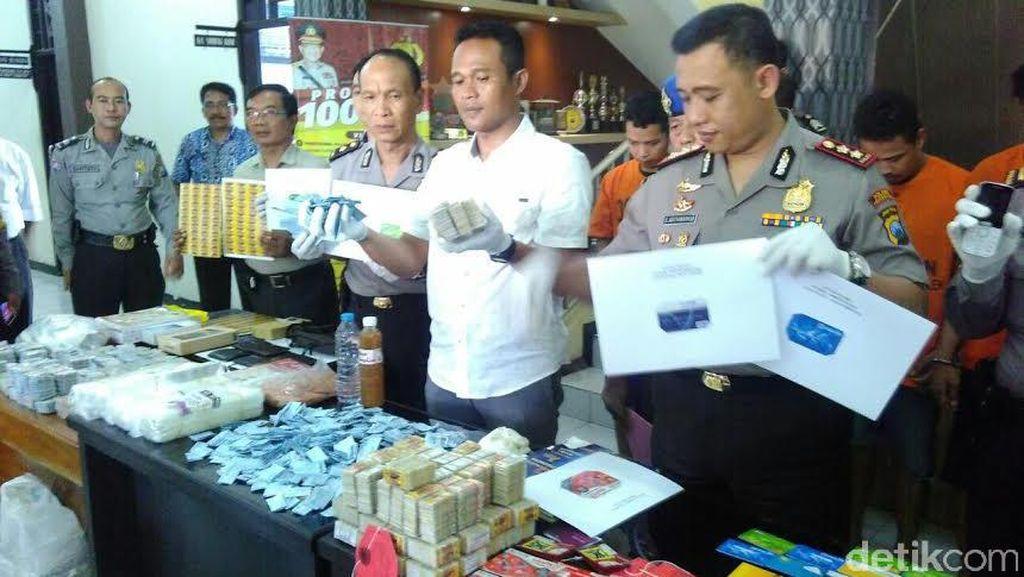Komplotan Penipu Kupon Berhadiah Beromset Miliaran Ditangkap