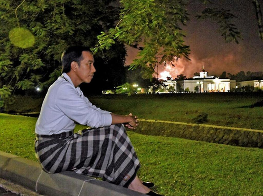 Jokowi Ajak Pakai Sarung, Menag: Kalau Perlu Seminggu Sekali