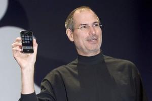 Steve Jobs Menyombongkan iPhone Pertama Tercanggih Sedunia