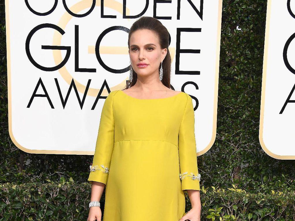 Hamil Besar, Natalie Portman Anggun Bergaun Kuning di Golden Globes