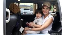 Nikita Dianggap Tak Pernah Pukul Asisten Julia Perez