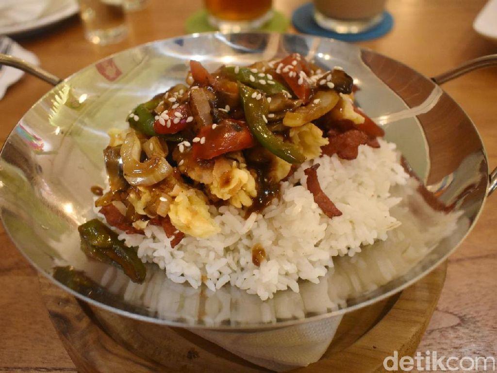 Djempolan: Nyam! Enaknya Makan Nasi Pitik Londo yang Gurih
