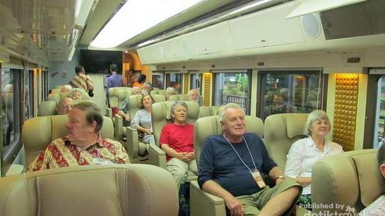 Isi gerbong kereta wisata yang glamor (Zudi Susanto - dTraveler)