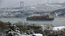 Turki Diguyur Salju, Sekolah hingga Lalin Selat Bosphorus Tutup