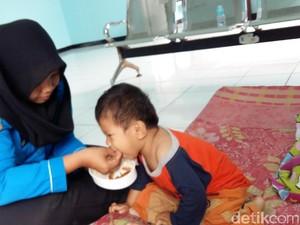 Bantuan Warga ke Bocah Marcel: Mainan hingga Pakaian