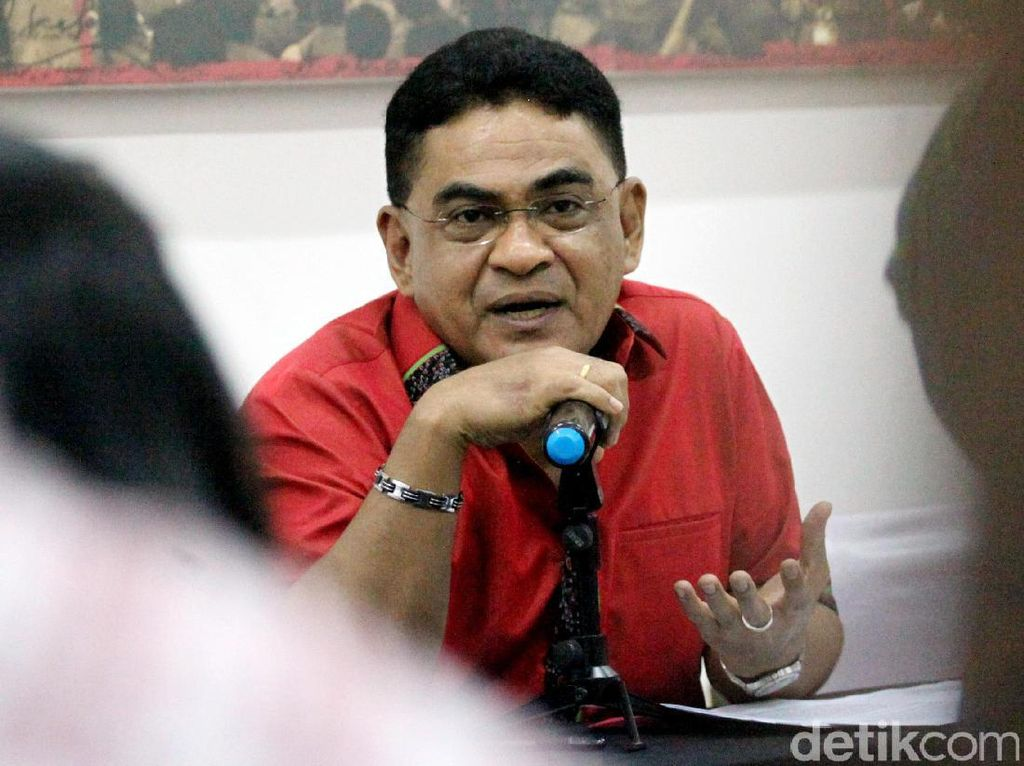 Anies Unggah Foto Baca How Democracies Die, Elite PDIP: Tak Relevan dengan RI