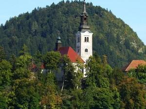 Kisah Lonceng Pengabul Permintaan di Slovenia