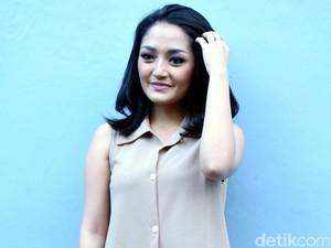 Makin Cantik, Siti Badriah Merasa Seperti <i>Emak-emak</i>