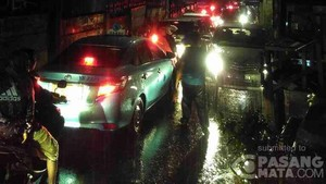 Hujan Deras, Jalan di Depan Gandaria City Tergenang Setengah Meter
