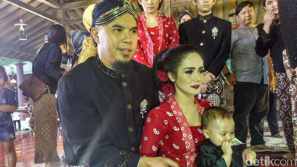 Intip Tradisi Tedak Siten Putra Ahmad Dhani