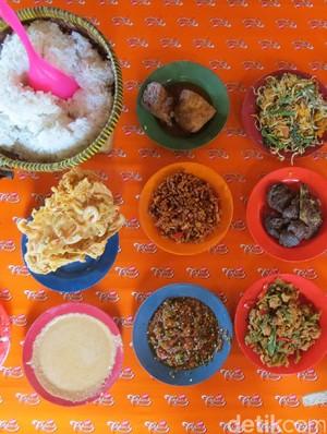 Wisata Kuliner di Serang, Mesti Coba RM Ibu Entin