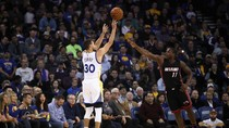 Curry, Durant Bawa Warriors Redam Heat