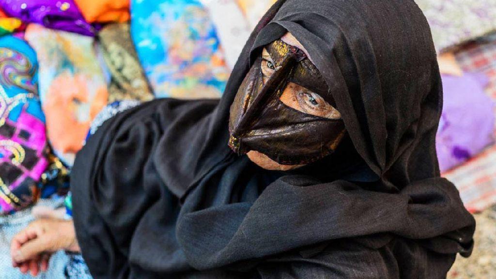 Cerita Wanita Bertopeng di Iran