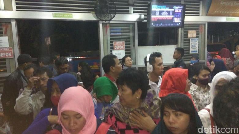 Penumpang TransJ Tunggu Armada ke Bekasi Hingga 1,5 Jam