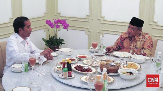 Presiden Joko Widodo berdiskusi dengan Ketua Umum PBNU Said Aqil Siradj, di Istana Merdeka, beberapa waktu lalu.