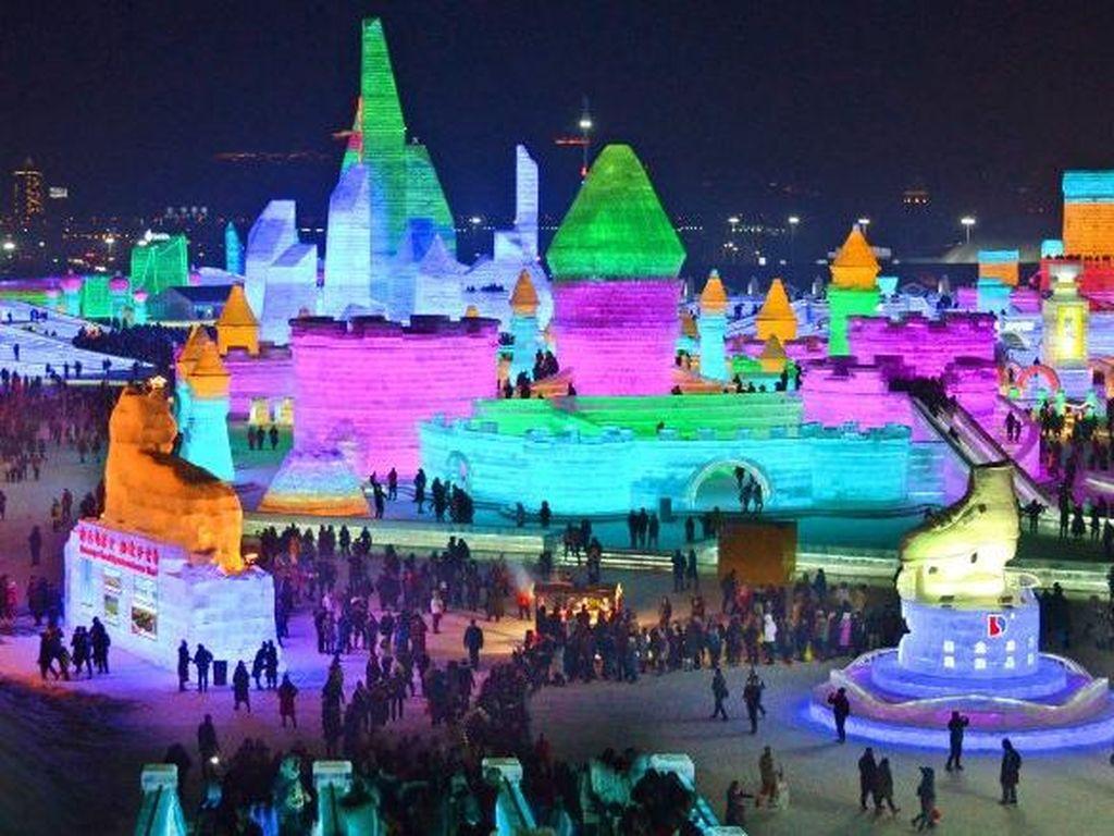 Foto: Sisi Lain dari Festival Es Terbesar Dunia