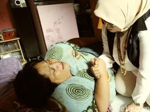 Blusukan, Istri Anies Dengarkan Curhat Penyandang Disabilitas