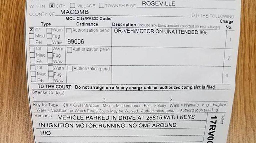 Tinggalkan Mobil dalam Kondisi Menyala, Seorang Pria Ditilang
