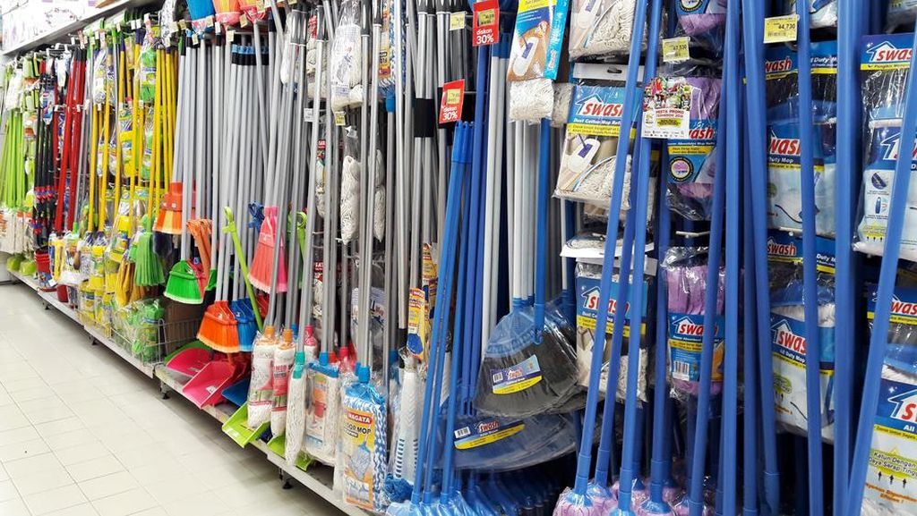 Transmart Carrefour Tawarkan Beragam Alat Pel Diskon Hingga 30%
