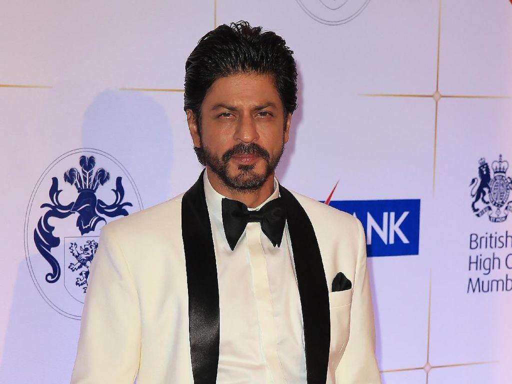 Usai Sumbang Gedung, Shah Rukh Khan Donasi Puluhan Ribu APD Lawan Corona