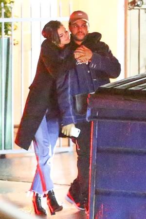 Hubungan Selena Gomez dan The Weeknd yang Makin Panas
