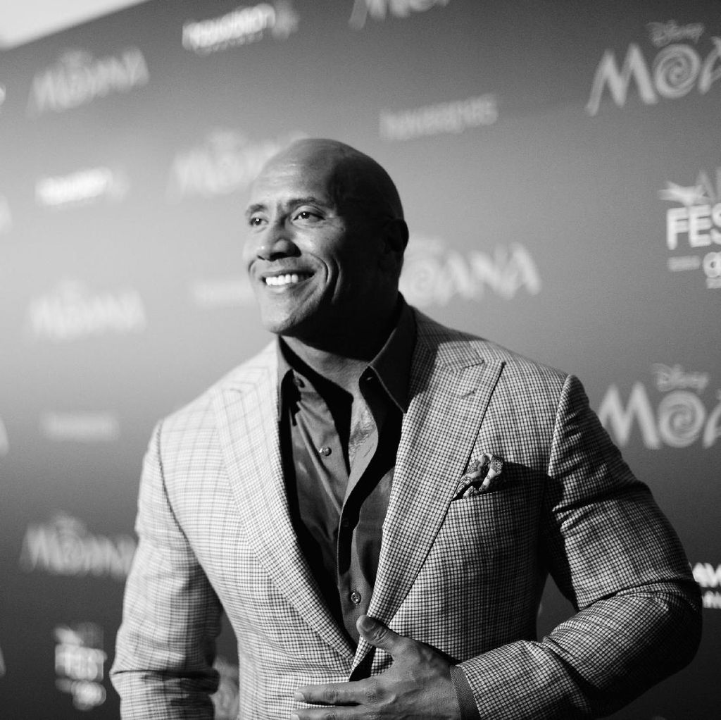 Dwayne Johnson Perankan Supervillain DC Comic Black Adam