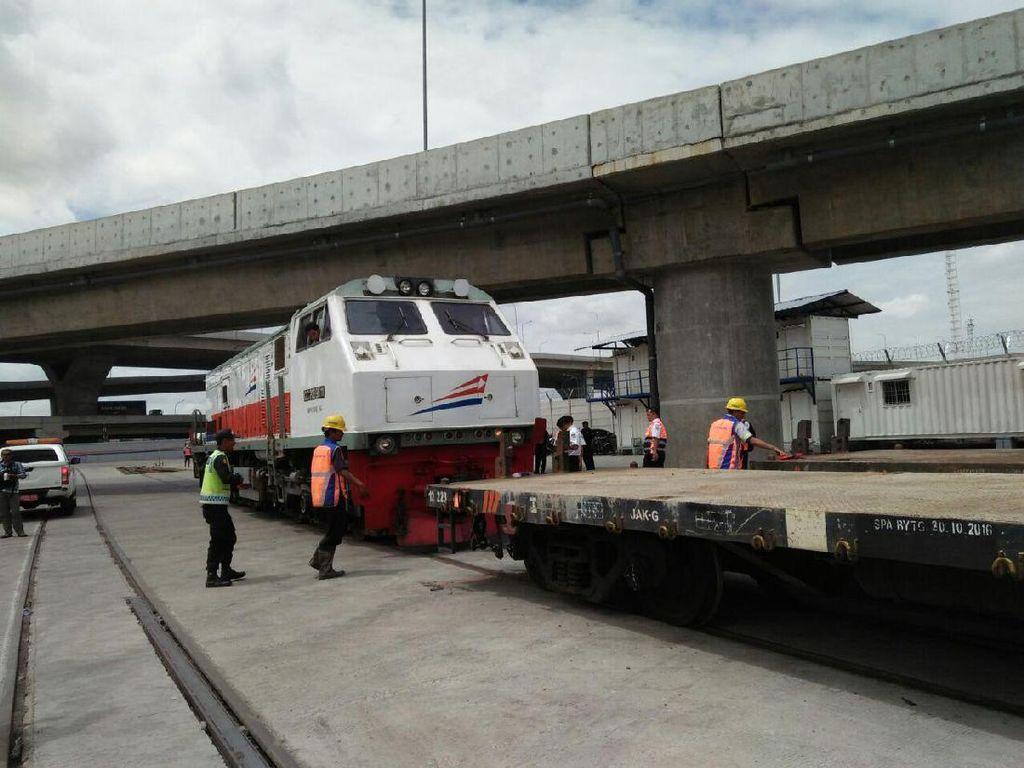 Angkut Barang Bandung-Tanjung Priok Pakai Kereta, Berapa Tarifnya?