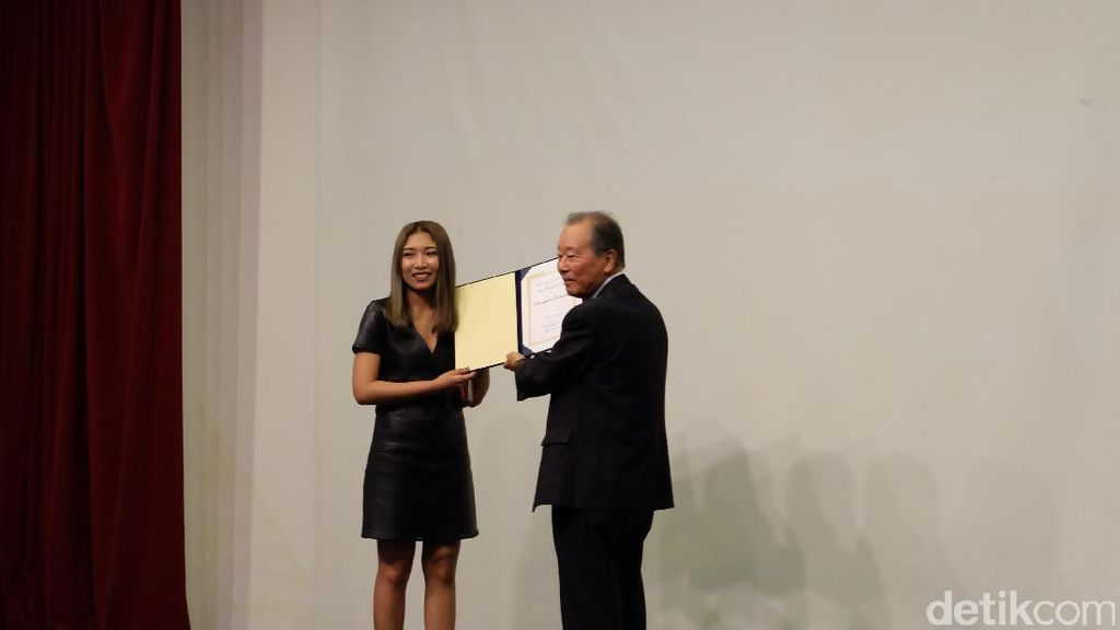 Seniman Thailand Pannanphan Yodmanee Raih Penghargaan Benesse ke-11