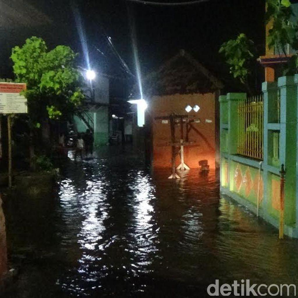 Hujan Deras di Kampung Dok, Ratusan Rumah Terendam Banjir