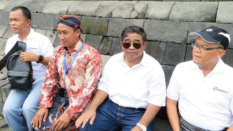 Foto: Sumarsono dan rombongan Pemprov DKI Jakarta di Candi Borobudur (Haris Fadhil/detikTravel)