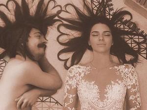Tipuan Kocak, Pria Ini Foto bersama Kendall Jenner