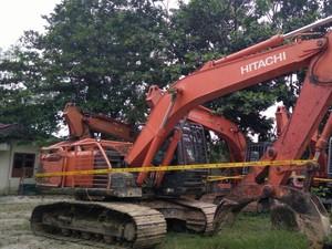 Petugas KLHK Sita Alat Berat Perambah Hutan di Riau