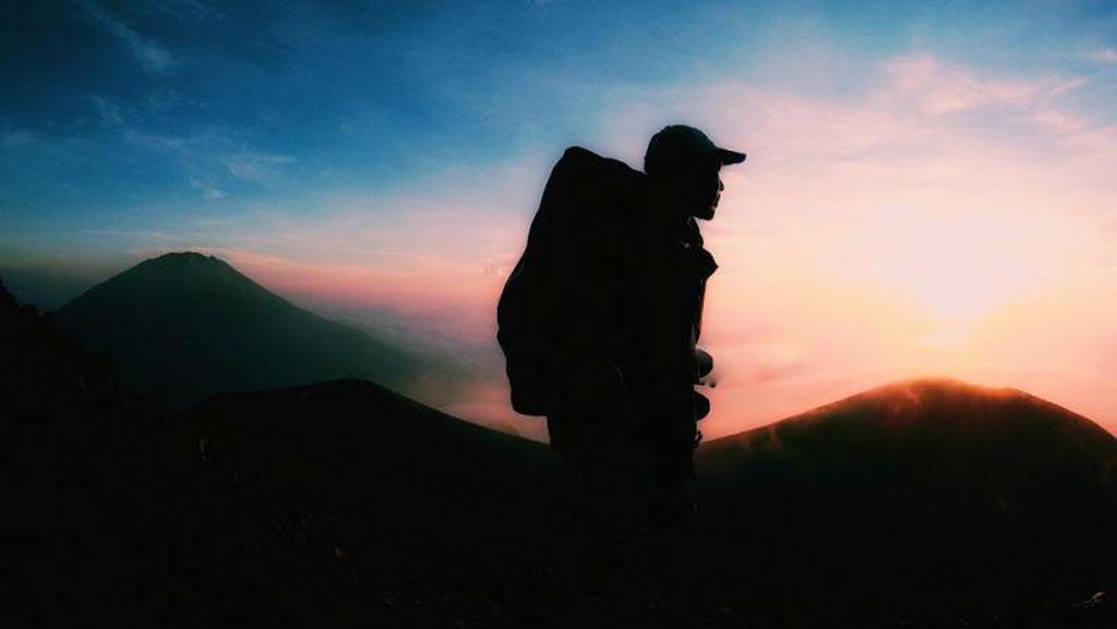Mendaki Gunung Merapi, Bisa Ketemu Sunrise Secantik Ini