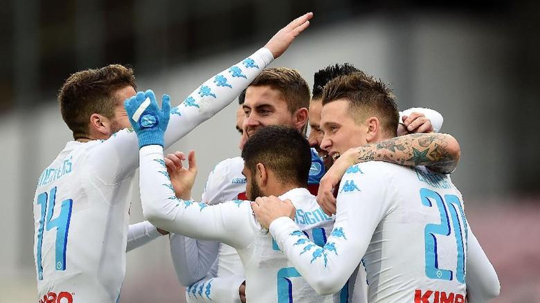 Napoli Kalahkan Pescara 3-1
