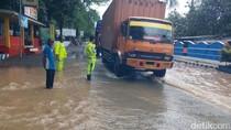 Jalur Pantura Situbondo Sempat Lumpuh Tergenang Banjir