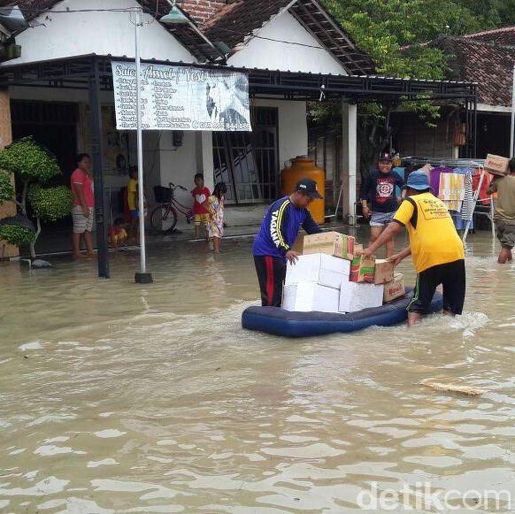 Puluhan Rumah Terendam Banjir akibat Luapan Sungai Lamong