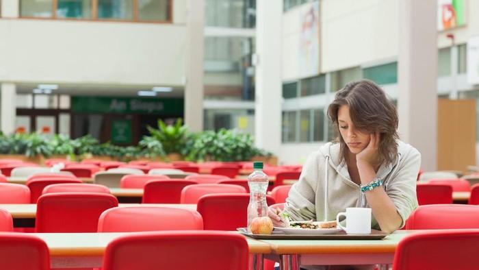 Melewatkan makan siang bisa berdampak pada berat badan (Foto: Thinkstock)