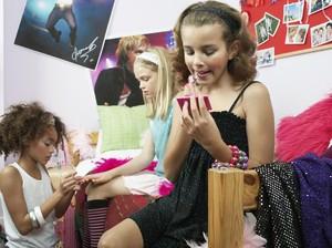 Menyikapi Anak yang Sering Bertingkah Seperti Orang Dewasa